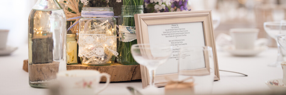 Wedding table with niche props